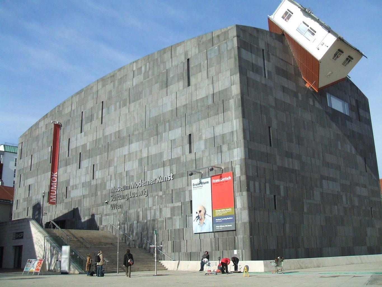 Erwin Wurm, House attack MUMOK - Vienna, 2006